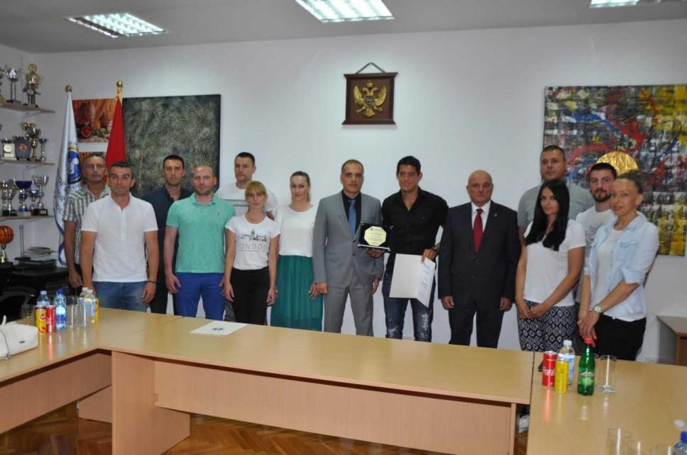 MJSSM dodijelio zlatnu plaketu proslavljenom džudisti Srđanu Mrvaljeviću