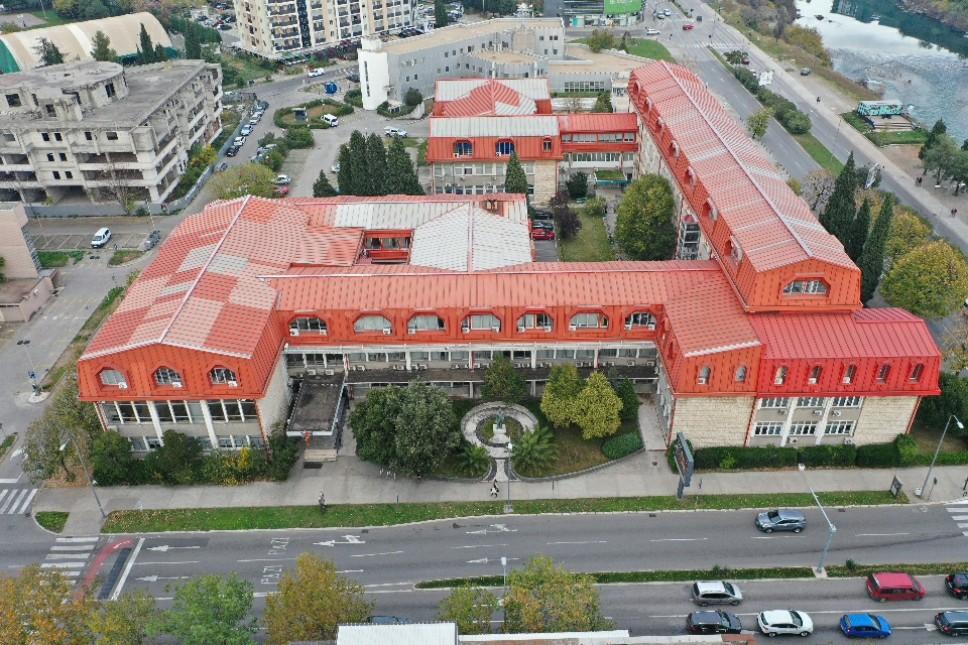 O B A V J E Š T E NJ E Raspored obnove i upisa godina na svim smjerovima osnovnih studija Fakulteta političkih nauka za studijsku 2021/2022.