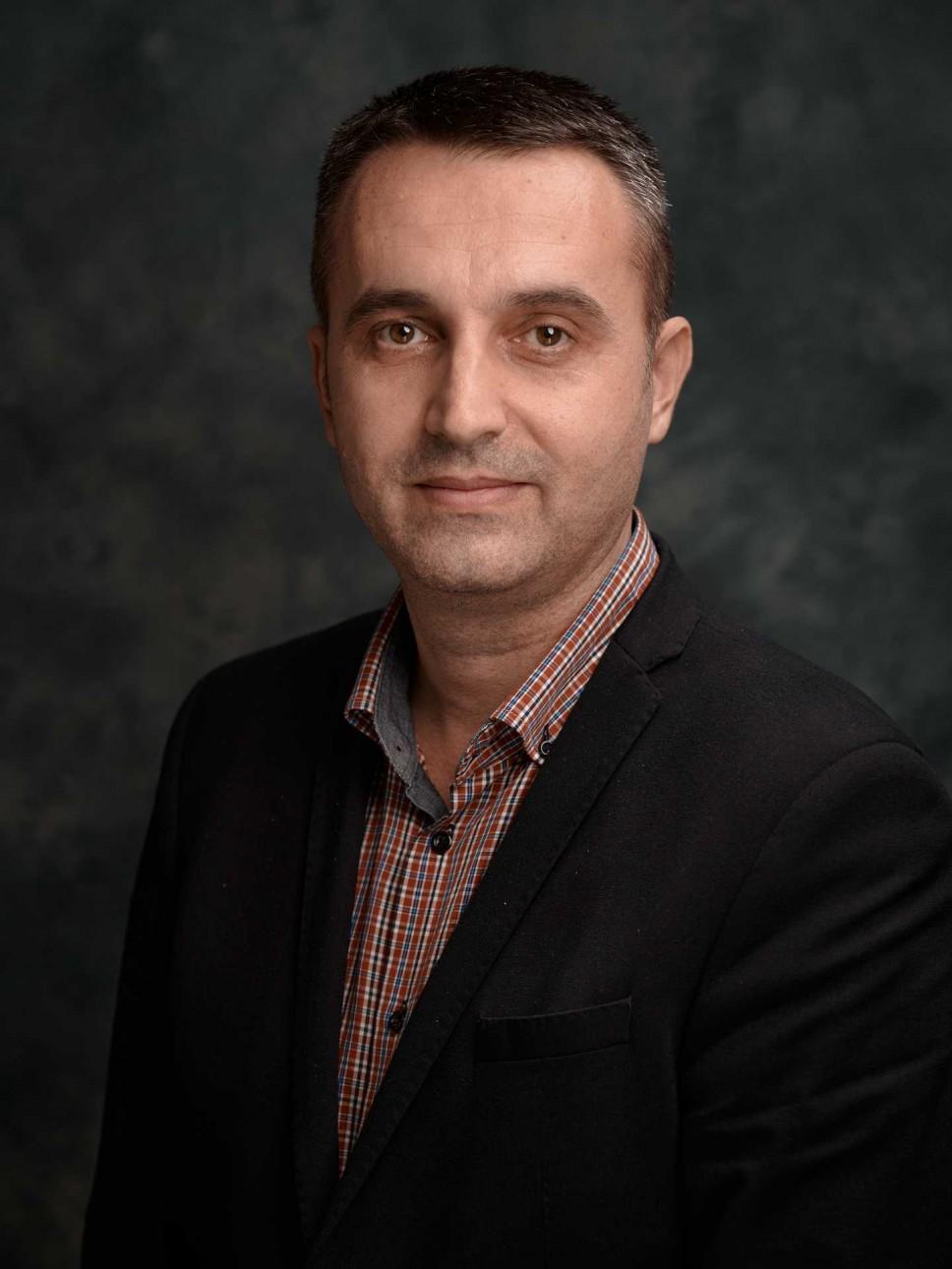 Biografija - Mićanović Veselin