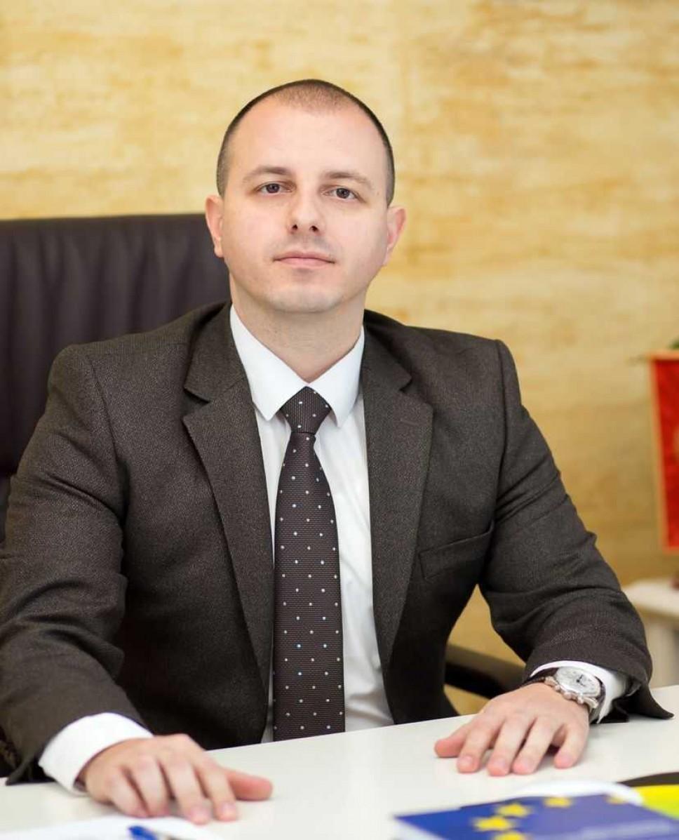 Biografija - Prof. dr  Nikola Milović